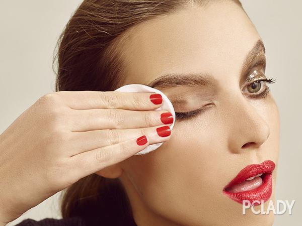 如何使用眼线笔画眼线