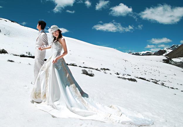 冬天适合去哪里拍婚纱照_冬天去丽江拍婚纱照